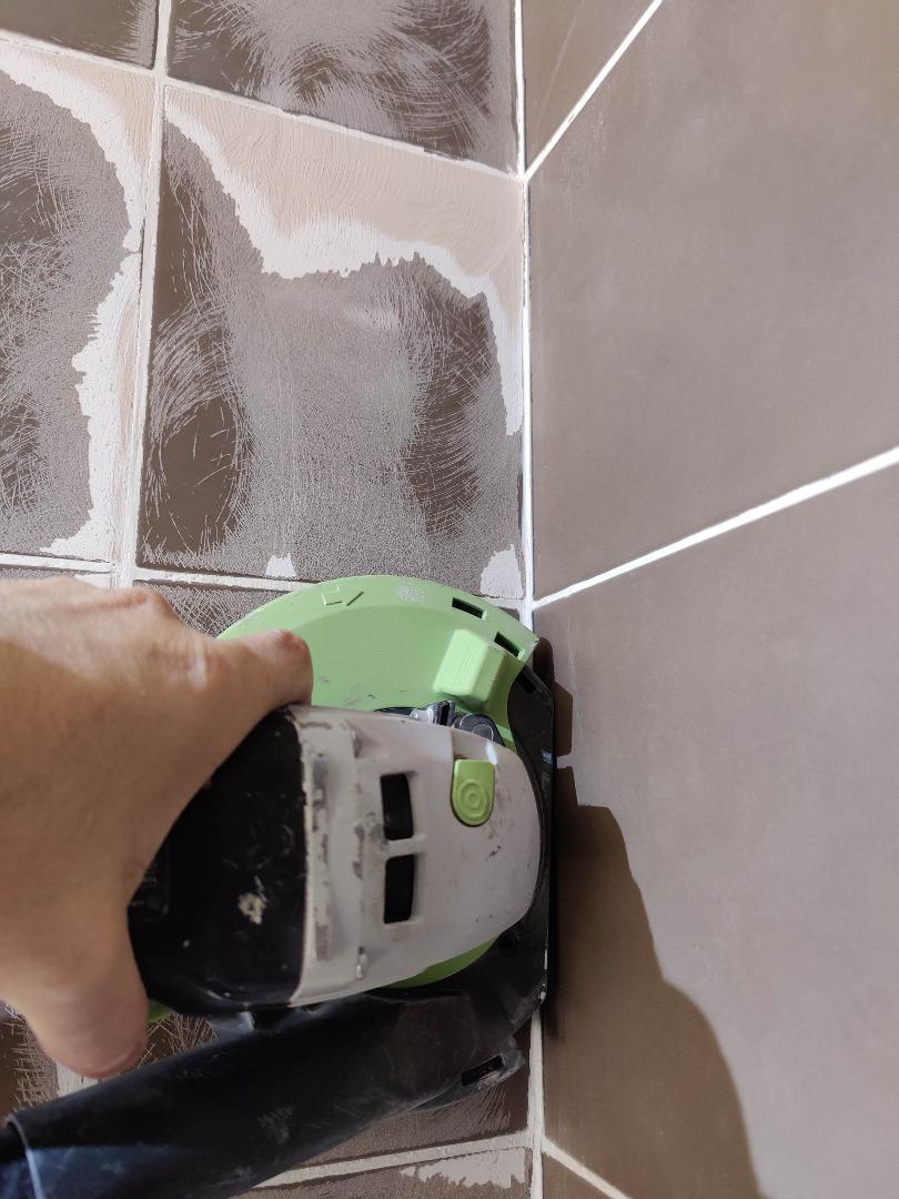 Rénovation de cabine de douche en béton ciré à Fontenilles